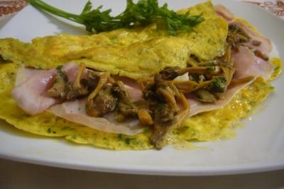 Ricetta Omelette Prosciutto E Funghi.Omelette Con Prosciutto Cotto E Finferli